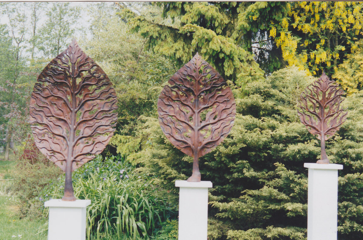 Life Leaves series steel sculpture bespoke sculpture installation sculpture Tree design garden sculpture by Mark Reed
