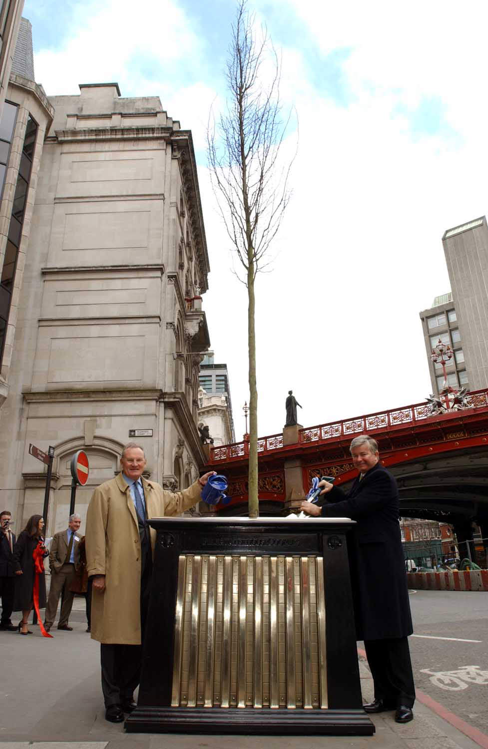 Sir Gavyn Arthur Lord Mayor of London with Sir William Castell Chairman Prince's Trust with Mark Reed's Tree Planters